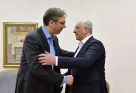 VUČIĆ RAZGOVARAO SA MANDIĆEM Najavljen sastanak o krizi nastaloj zbog hapšenja vladike Joanikija