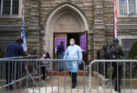 POČELO UBLAŽAVANJE MJERA U Americi treći dan zaredom manje od 700 umrlih od korona virusa