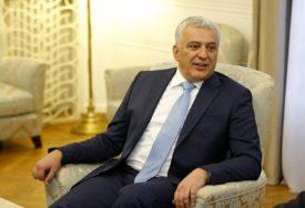 """REAKCIJA MANDIĆA """"Proterivanje Božovića pokazuje stepen očajanja u kome je odlazeći režim u Crnoj Gori"""""""