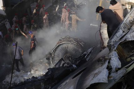 """""""IZGUBILI SMO MOTOR"""" Posljednje riječi pilota aviona koji se srušio u Pakistanu (VIDEO)"""
