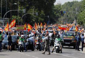 HILJADE LJUDI TRAŽI SMJENU PREMIJERA Masovni protesti u centru Madrida