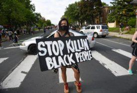 """""""NE MOGU DA DIŠEM"""" Snimak nevjerovatne policijske brutalnosti izazvao bijes u SAD (FOTO)"""