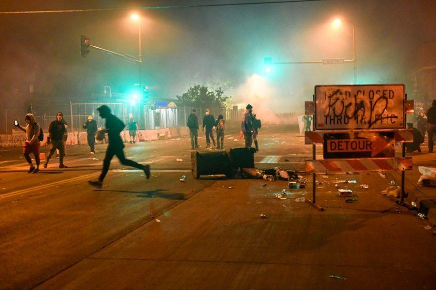 Protesti u Americi IZMIČU KONTROLI: Najmanje 25 gradova uvelo POLICIJSKI ČAS (VIDEO)