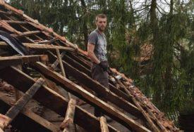 OVAKVO NEVRIJEME NE PAMTE 90 GODINA Nema kuće da je krov ostao čitav (FOTO)
