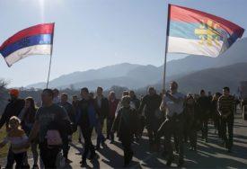 """""""USTALA JE CRNA GORA"""" Vjernici u litijama prošli kroz Berane i Budvu"""