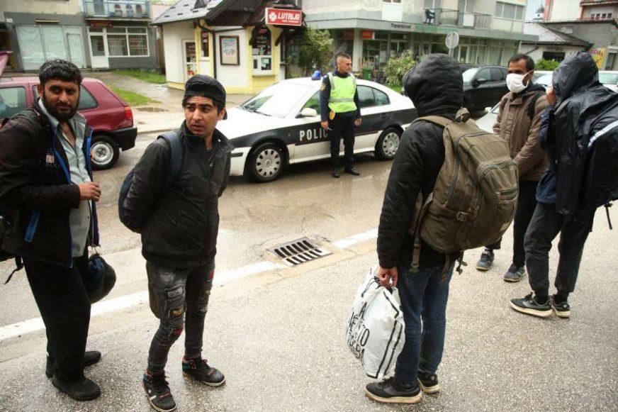 PREUZELI STVARI U SVOJE RUKE MUP Unsko-sanskog kantona donio naredbu o zabrani prevoza migranata