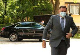 """""""To su lopovi i špekulanti"""" Dodik ističe da niko nema pravo da se poziva na njega"""