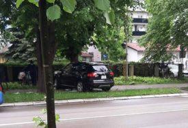 NESVAKIDAŠNJA SAOBRAĆAJKA Auto završilo na trotoaru kod Crvenog krsta u Banjaluci (FOTO)