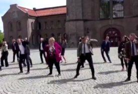 ODUŠEVILI GRAĐANE Premijerka i ministri plesali na ulici (VIDEO)