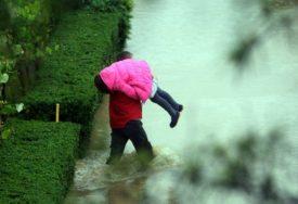 OBILNE KIŠE NAPRAVILE HAOS U poplavama poginuo muškarac, starica (74) NESTALA U BUJICI