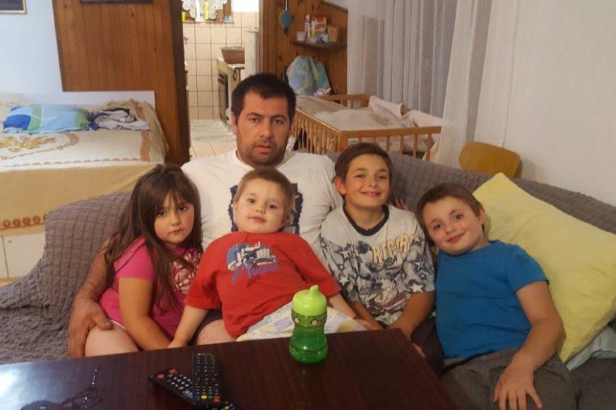 SUDBINA SE POIGRALA S NJIMA Roditeljima petoro djece izgorio dio kuće i ostali bez posla (FOTO)