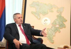 """""""VLADA NE RAZMATRA UMANJENJE NADLEŽNOSTI LOKALNIM ZAJEDNICAMA"""" Višković poželio uspješan rad načelnicima i gradonačelnicima"""