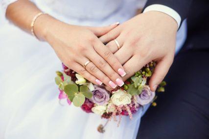 BEZ PLESA, GRLJENJA I GOSTIJU IZ INOSTRANSTVA Ovo su preporuke za organizovanje vjenčanja