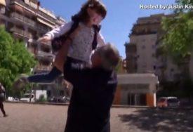 BESKRAJNA LJUBAV Nakon DVA MJESECA unuka je konačno poletjela u zagrljaj baki i deki (VIDEO)