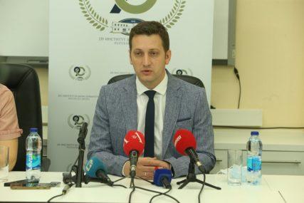 PREKO GRANICE MOGU SAMO RADNICI Zeljković: Ne postoji mogućnost testiranja u turističke svrhe