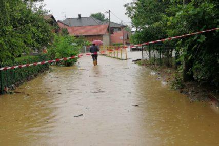 OBILNE PADAVINE PROUZROKOVALE POPLAVE U Brčkom se izlile rijeke Brka, Tinja i Zovičica
