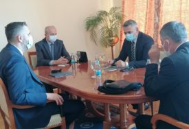 UNAPRIJEDITI STUDIJSKI PROGRAM Ministar Rajčević i rektor Univerziteta u Istočnom Sarajevu boravili u Brčkom
