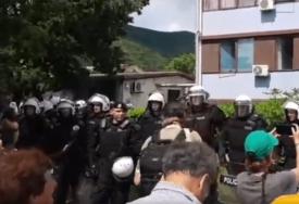 DONIO ODLUKU – DAO OTKAZ Policajac ne želi više da učestvuje u akciji policije protiv građana