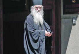 AMFILOHIJE STIGAO U POLICIJU Mitropolit na razgovoru zbog sinoćnje litije u Podgorici