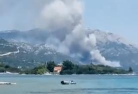VELIKI POŽAR U HRVATSKOJ Jak vjetar otežava gašenje stihije, VATRA PRIJETI KUĆAMA (VIDEO)
