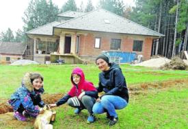 GUŽVU ČIKAGA ZAMIJENILI ZA TIŠINU SRPSKOG SELA Neobična priča četvoročlane porodice Glišić