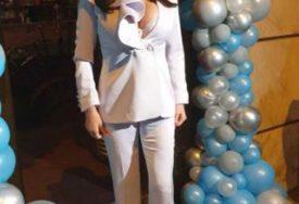 PONOSNA BAKA MALOG ŽELJKA Ceca u bijelom odijelu sve oduševila (FOTO)