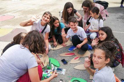 """Organizovana umjetnička aktivnost na improvizovanom dječijem igralištu """"Građa"""""""