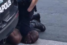 SLUČAJ KOJI JE ZAPALIO AMERIKU Bivši policajac pred sudijom zbog ubistva Flojda (VIDEO)