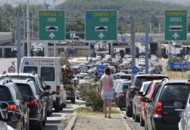 IZ GRČKE SAMO PREKO BUGARSKE Srpski turisti i u povratku sa ljetovanje naišli na RAMPU