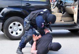 PUNE RUKE POSLA ZA MOSTARSKU POLICIJU Uhapšen muškarac koji je hodao sa automatom po gradu