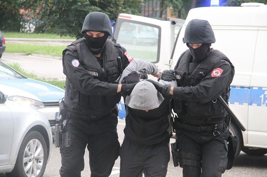 TRI TREBINJCA IZA REŠETAKA Policija oduzela oko četiri kilograma marihuane
