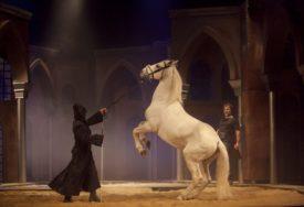 """Predstava """"Derviš i smrt"""" prikazana pretpremijerno: Pozorišni spektakl oduševio Banjalučane"""
