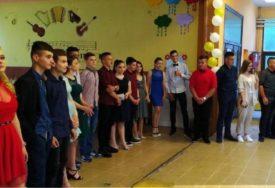 Maturska svečanost za osnovce u Kozarskoj Dubici: Čestitke i nagrade za uspjeh u vanrednim okolnostima