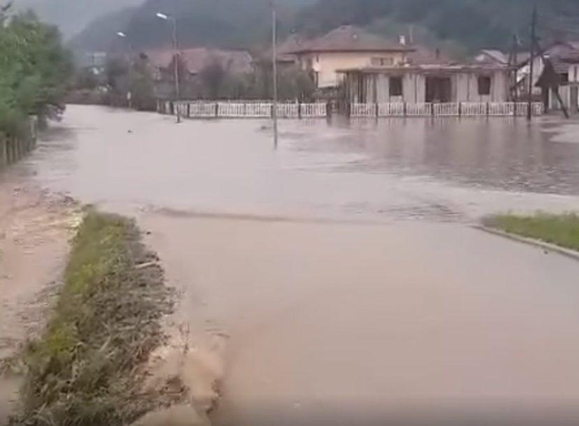 """""""SVE JE UNIŠTENO"""" Mještani Lukavca u suzama nakon velike poplave koja ih je zadesila"""