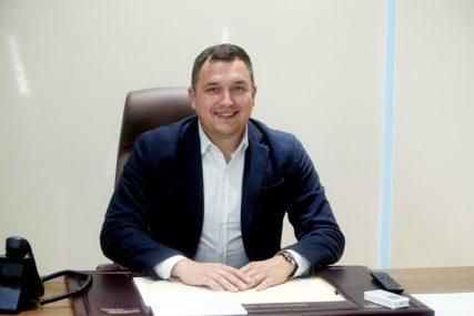 SRPSKAINFO SAZNAJE Zoran Tegeltija smijenio ministra za ljudska prava i izbjeglice BiH Miloša Lučića
