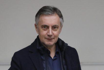 """""""VULGARAN GEST"""" Škoro uzvratio udarac Kolindi nakon što mu je pokazala SREDNJI PRST"""