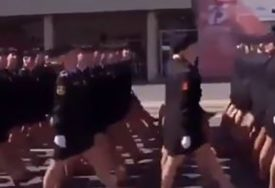 Ostala bez cipele, ali NASTAVILA DA MARŠIRA: Ruska pepeljuga dobila ZASLUŽENO ODLIKOVANJE (VIDEO)