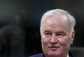 """""""LOŠEG ZDRAVSTVENOG STANJA"""" Generala Mladića još nisu prebacili u bolnicu van pritvora"""