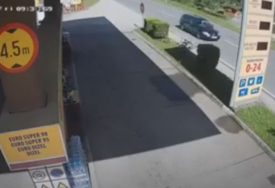 DIREKTNO I STRAVIČNO Jeziv sudar kamiona i automobila (VIDEO)