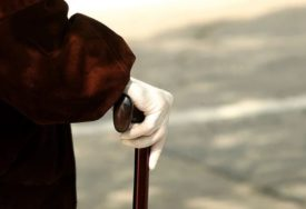 MUŠKARAC (32) SILOVAO STARICU (80) Nakon gnusnog čina nesrećnu ženu prebacio u fotelju, pa tražio čaj