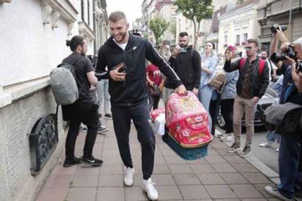 PRVA SLIKA NASLJEDNIKA Bogdana i Veljko Ražnatović krstili sina Željka u Hramu Svetog Save