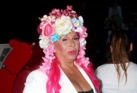 UVIJEK ORGINALNA Zorica Brunclik u bijeloj kombinaciji, kosa došla do izražaja (FOTO)