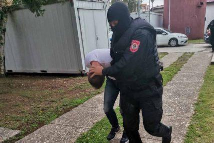 UHAPŠEN SERIJSKI LOPOV Iz dva automobila ukrao 42.500 maraka, pa pregazio čovjeka
