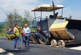 SANACIJA KLIZIŠTA Prvi sloj asfalta na devet lokacija u opštini Lopare