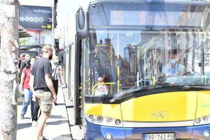KONTROLORU POLOMIO NOS Brutalan napad u javnom prevozu