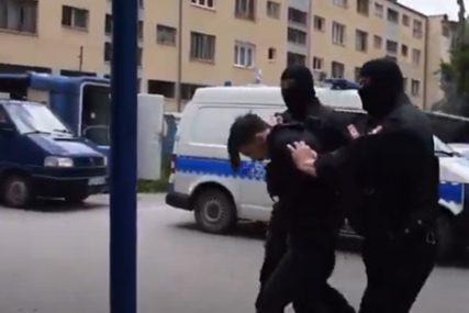 """ZAPLIJENJENO 40 KILOGRAMA DROGE Privođenje dilera uhapšenih u akciji """"Sutjeska"""" (VIDEO)"""