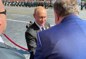 PRIJATELJSKI POZDRAV Dodik na Crvenom trgu u Moskvi dočekao Putina (FOTO)