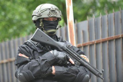 PRIVEDENO 18 OSOBA U neredima u Podgorici među uhapšenima i dva poslanika