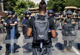 """""""KRAJ RASIZMU, KOSOVO JE SRBIJA"""" Nevjerovatna fotografija sa protesta u Americi"""