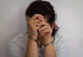 LISICE NA RUKE IZ VIŠE RAZLOGA Prekršila mjeru samoizolacije, policija joj pronašla i HEROIN